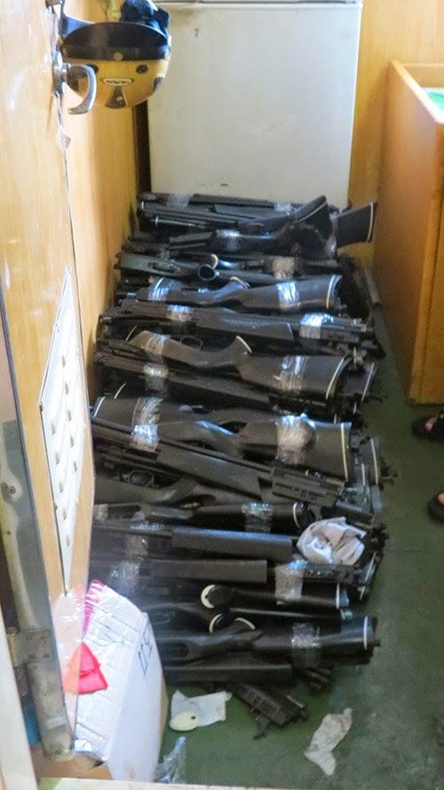 94 khẩu súng hơi được phát hiện trong tàu chở hàng