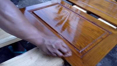 Cara Membedakan Pernis Dan Plitur Untuk Finishing Pintu Kayu Rumah 1