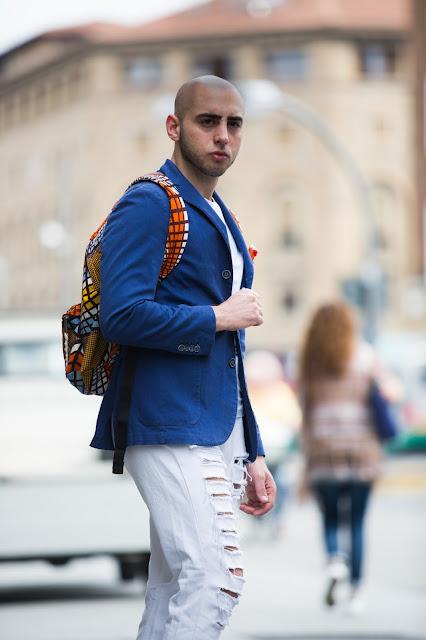 outfit uomo giacca e scarpe da ginnastica