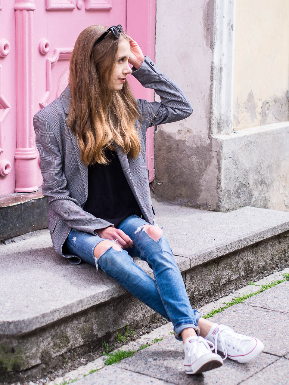 tallinn-pink-door-outfit-photos-blogger