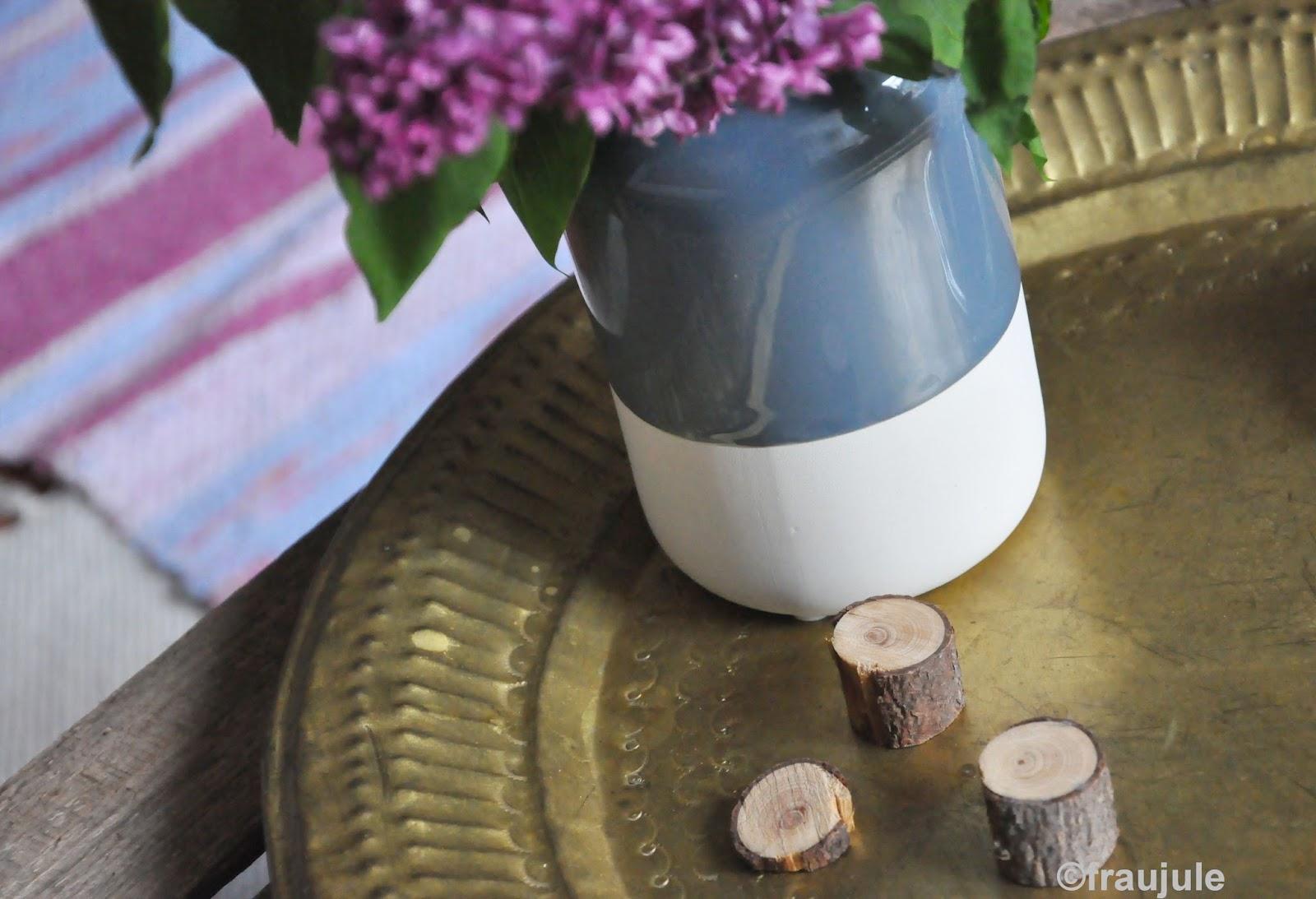 diy or die flieder und eine neue vase. Black Bedroom Furniture Sets. Home Design Ideas