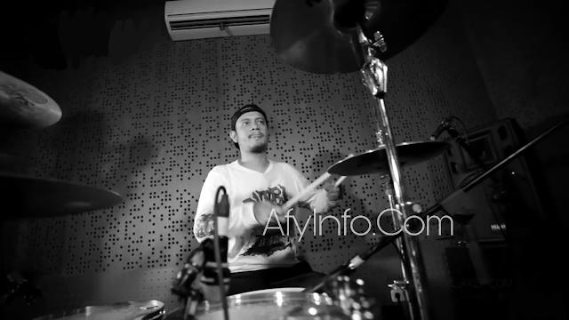 Drummer Eno Gitara Ryanto