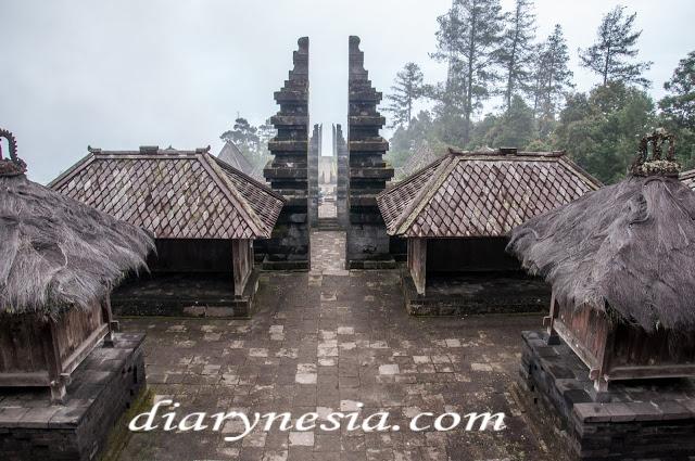 Best Places to Visit in Karanganyar, cetho temple in karanganyar, most famous temple in Indonesia, diarynesia
