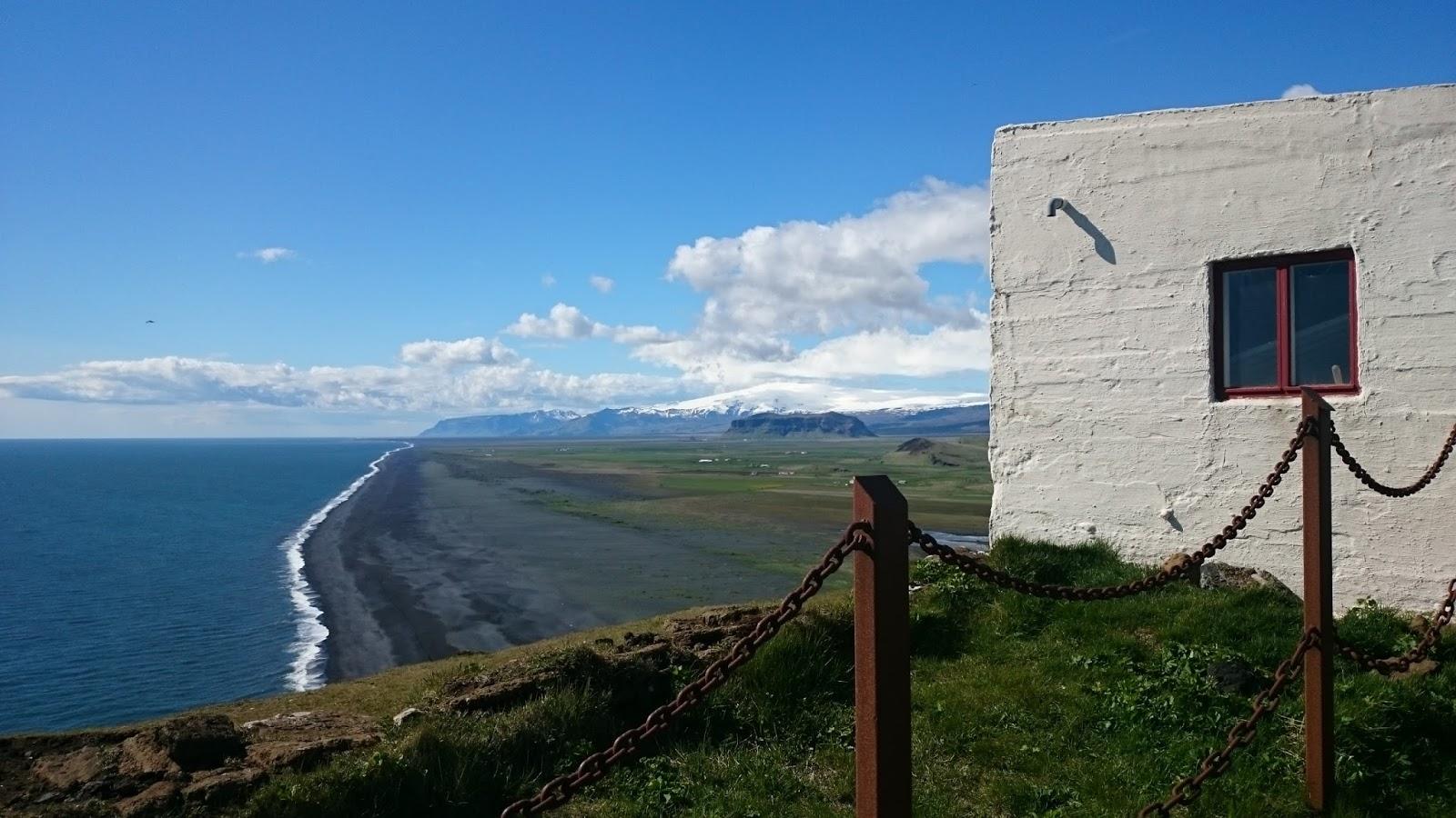 widok z Dyrholaey, ocean, czarna plaża, krajobraz Islandii