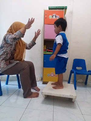 kegiatan-merangsang-anak-speech-delay-lambat-berbicara-dengan-kegiatan-gerakan-fisik