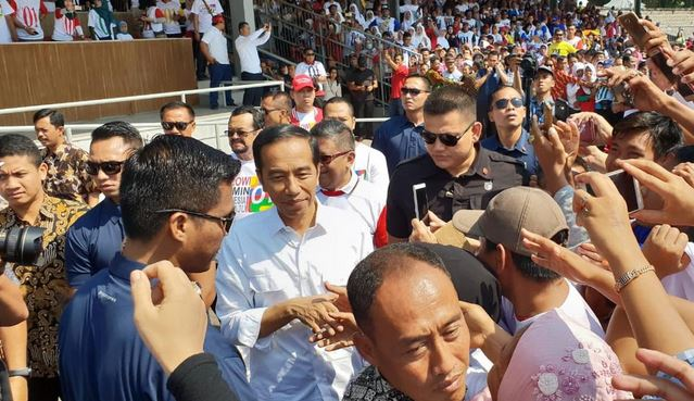 Jokowi Bersama Ribuan Warga Solo Berdoa untuk Korban Gempa di Sulteng