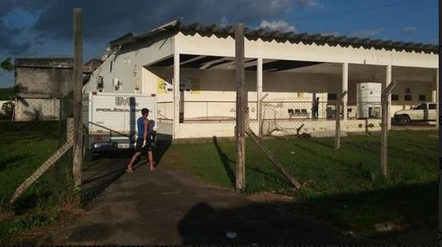 Crianças encontram homem morto enquanto brincavam em terreno de emissora de rádio em Mâncio Lima