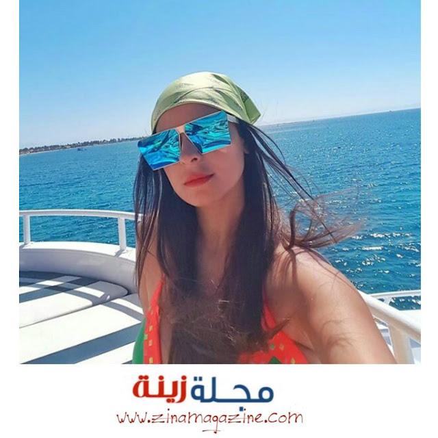 رانيا منصور باطلالة جميلة على شاطئ البحر تجذب متابعيها على مواقع التواصل