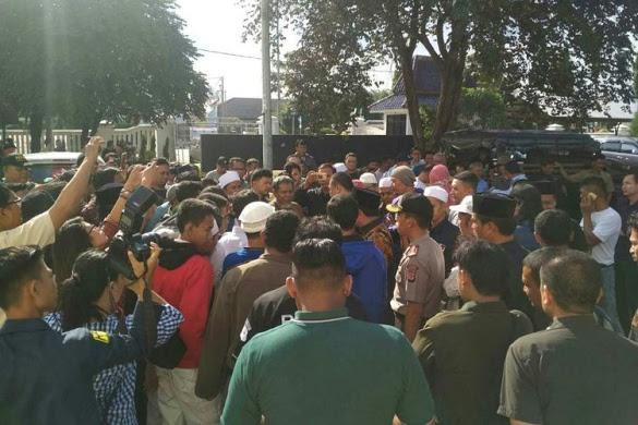 Anggota DPRD Karawang Dikeroyok Karena Unggah Meme HRS dan Amin Rais, Polisi Tetapkan 2 Tersangka