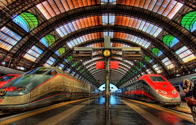 Trem na estação Genova Brignole