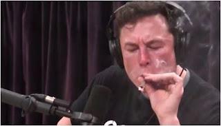 سيجارة حشيش تطيح بأسهم تسلا Tesla