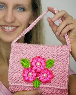 http://www.naztazia.com/diy-easy-beginner-learn-how-to-crochet-flower-flowers-purse-hand-bag-handbag-clutch-wallet-tutorial.pdf