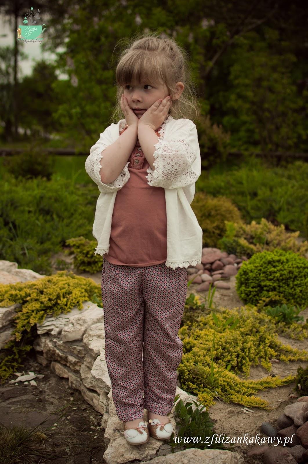 spodnie we wzorki dla dziewczynki