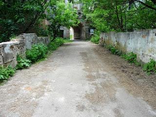 Клевань. Замок Чарторыйских. XV в. Каменный мост. Вид на вход в замок