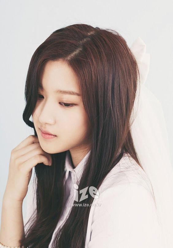 Moon GaYoung Beautiful brown hair ize
