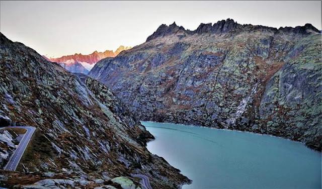 Gambar Pemandangan Alam Indah di Swiss Tepi Danau Raterisch