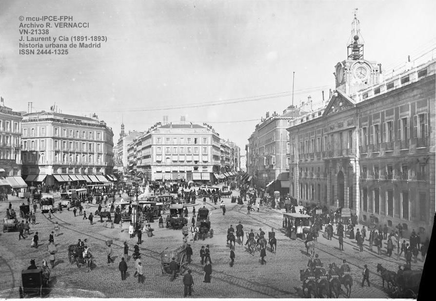 Historia urbana de madrid el reloj de la puerta del sol for Edificio puerta real madrid
