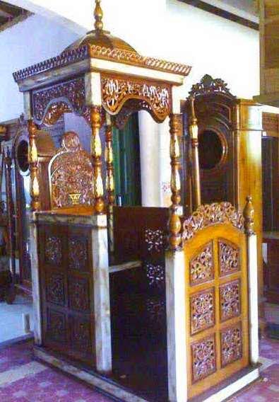 Mimbar Masjid Kaligrafi pintu samping