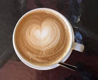 Kahvi on runojen kanssa entistä parempaa.