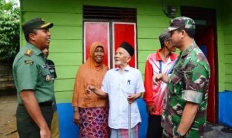 Korem 011 dan Pelindo Rehab Rumah Mantan Pejuang