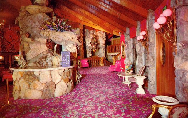 45 Cool Pics That Show Interior Of The Madonna Inn