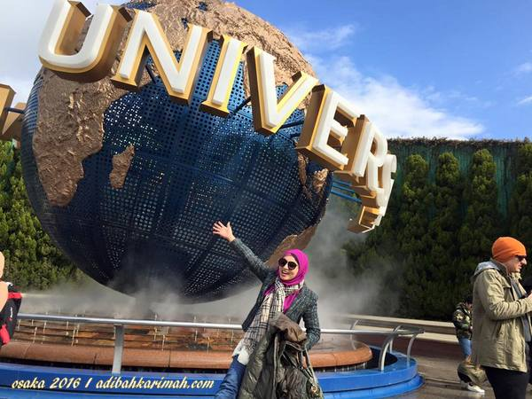 depan pintu gerbang universal studio japan