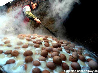 Chefs in China make Urine Boiled Eggs