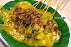 Sate Padang : Yellow Spicy Sauce With Satay