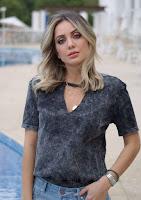 o body de shape t-shirtchoker destaque para a malha estonada, podendo compor os looks mais versáteis do guarda-roupa
