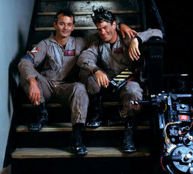60 Iconic Behind-The-Scenes Pictures Of Actors That Underline The Difference Between Movies And Reality - Nothing's weird yet, you can call Friend Busters!