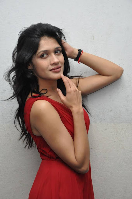Indian actress hot photo-pic-in-hd in red dress Kimiya Bhattacharya