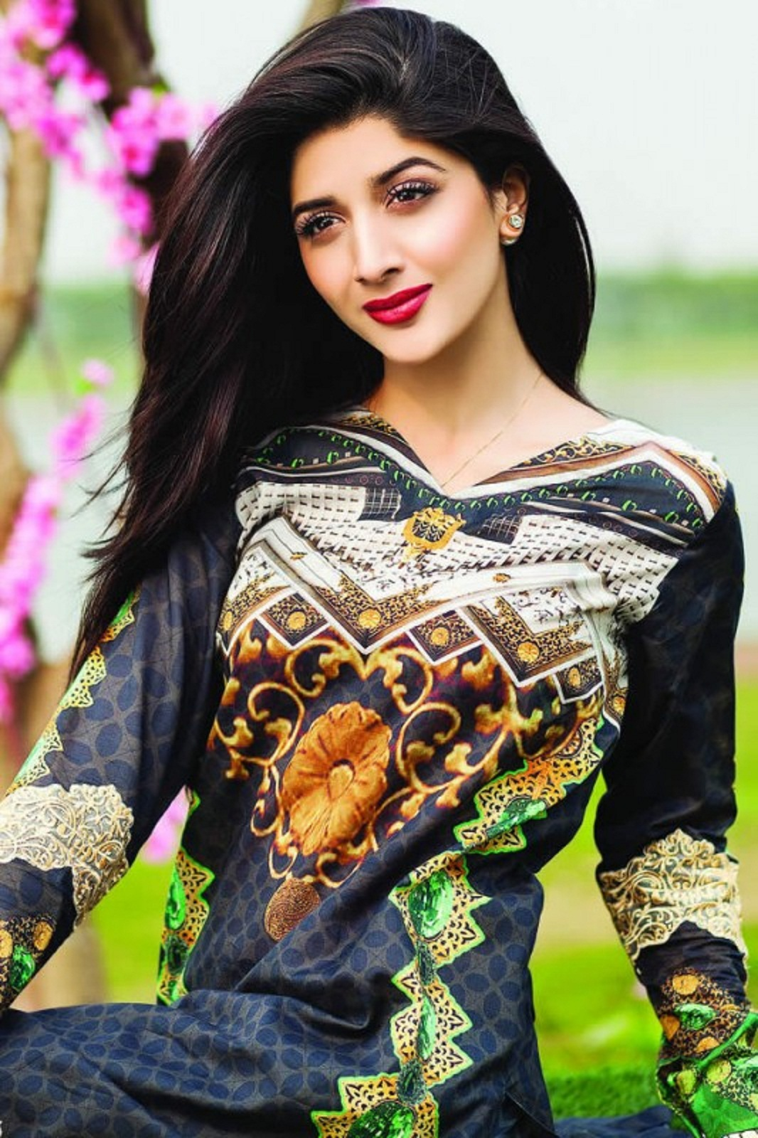 Mehwish Hayat Hd Wallpaper Free Stars Wallpaper Beautiful Mawra Hocane Hd Wallpaper