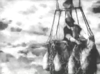 Σκηνή από την ταινία (Ο μάγος του οζ πετάει με αερόστατο μετά την αποχαιρετιστήρια γιορτή)