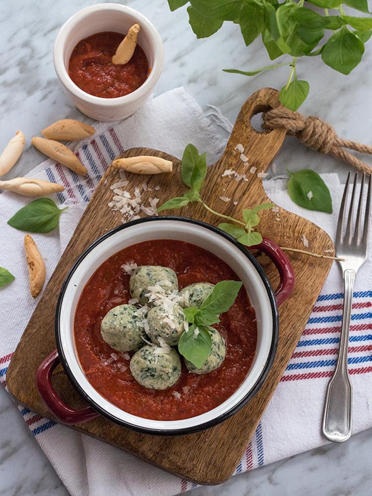 malfatti-con-salsa-de-tomate-casera