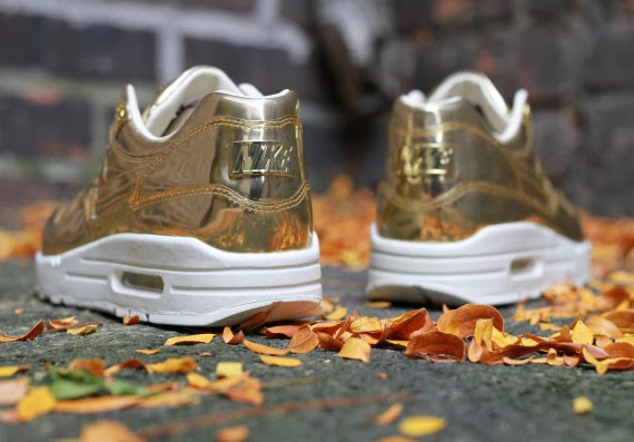 brand new 1f4a5 da8db ... city mall air max  For the ladies who love to shine while they run or  just style in their favorite ...