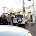Perseguição policial na av. Interv. Mário Câmara termina com  carro batido em poste e bandido ferido