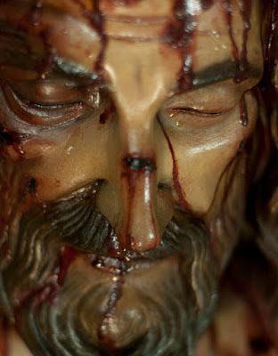 Cristo yacente murio en la cruz