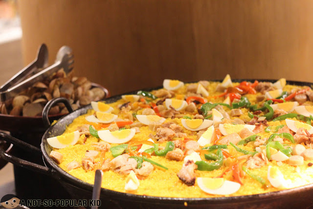 Gigantic Paella Dish of The Pantry, Dusit Thani