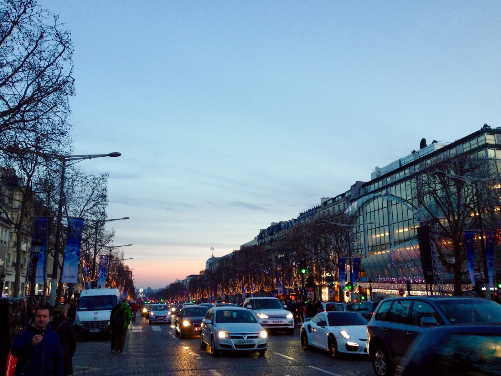 Jalan-Jalan di Paris - Sunset at Champs-Élysées