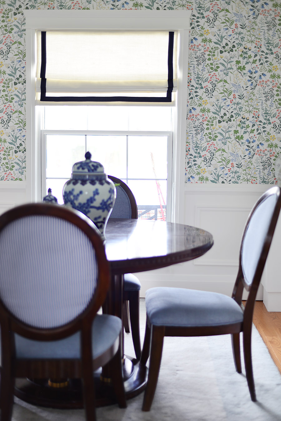 traditional dining room, oval back chairs, ribbon trim roman blind, moulding, wainscotting