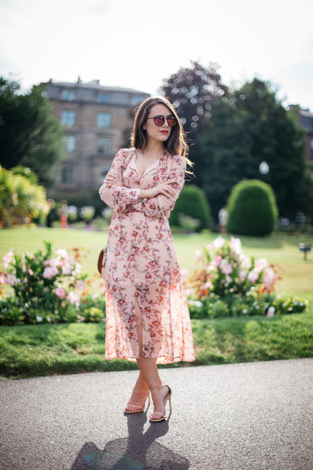 Short? You can still wear midi and maxi dresses! Just pair your favorite frock with Stuart Weitzman's chic nudistrong sandals which are flattering and chic