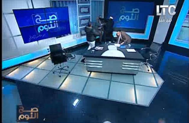 بالفيديو: مفتي استراليا يُضرب بالحذاء على قناة مصرية