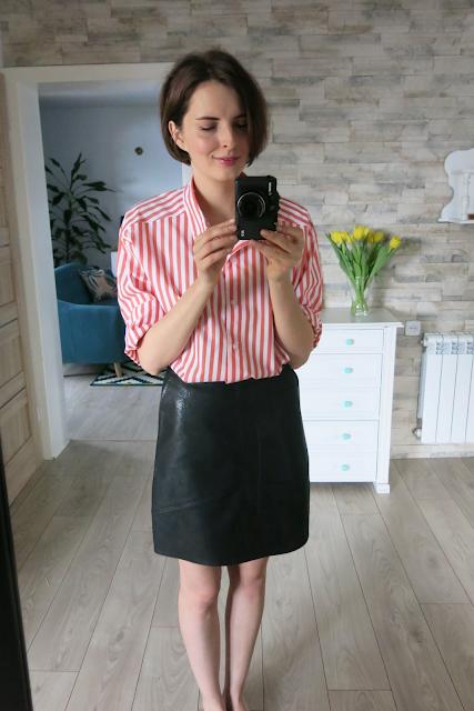 Paski | Stripes - dwie koszule oraz torebka.