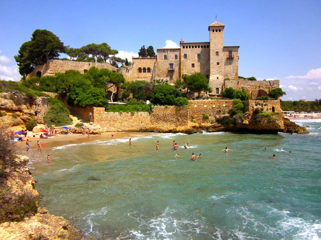 Cala Jovera beside the Castle of Tamarit