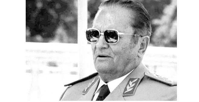 Ο Τίτο κυρίαρχος στη Γιουγκοσλαβία ως Κομμουνιστής,τη 2α Αυγούστου 1944 με τη σύμφωνη γνώμη του Στάλιν,ονόμασε : «Σοσιαλιστική Δημοκρατία της Μακεδονίας»