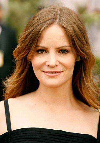 Celebrity Homes Jennifer Jason Leigh Lands Revenge Role As