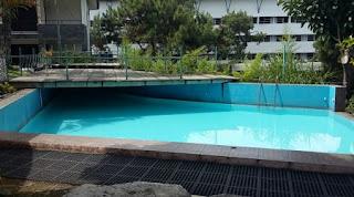 kolam renang barengan untuk 2 villa