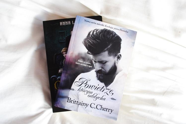Brittainy C. Cherry: Powietrze, którym oddycha