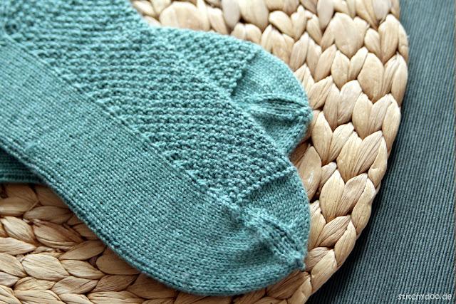 stitchydoo: Sockenpaar Nr. 2 - Perlmuster und Bumerangferse gestrickt aus Regia Premium Silk