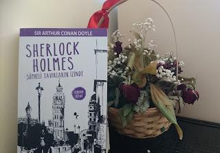 Sherlock Holmes, Şüpheli Tavırların İzinde